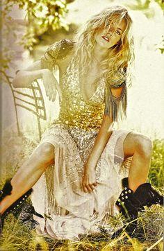 Sienna Miller. Vogue 09. Boho sparkle