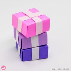 How to make an origami present box that opens at the top. This origami box is made with one sheet of square paper, no glue or cutting is needed. Looks the same on both sides, give small gifts in them, without needing to wrap it! Origami Gift Box, Origami Love, Useful Origami, Origami Stars, Origami Flowers, Origami Tutorial, Origami Easy, Origami Pumpkin, Origami Parrot