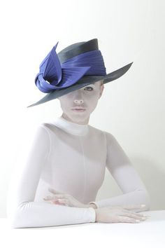 Beautiful Philip Treacy hat from the SS14 collection...