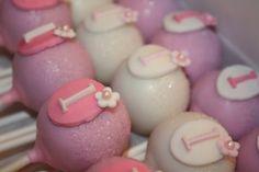 Pink flowery cake pops