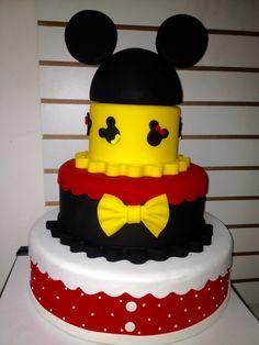 bolo fake minnie E Mickey #bolofakeminnie #bolominnie #festaminnie #minnie Bolo Fake Minnie, Bolo Mickey, Mickey Mouse Clubhouse Birthday, First Birthdays, Birthday Cake, Desserts, Disney, Ideas Party, Cakes