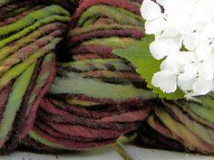 COTTAGE art yarn / handspun / hand dyed/ wool / knitting / weaving / felting / red tones / green tones / bulky door hetwolhuuske op Etsy