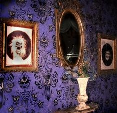 Oh that wallpaper! Inspiration abounds inside Disneyland's The Haunted Mansion. Disney Themed Rooms, Disney Rooms, Disney Disney, Disney Parks, Halloween Horror, Halloween Fun, Halloween Decorations, Vintage Disneyland, Tokyo Disneyland
