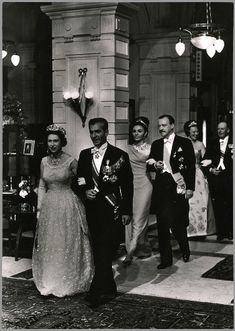 In spring 1962, the Queen Juliana of the Netherlands celebrated its 25 years of marriage with Prince Bernhard of Lippe-Biesterfeld. festivities took place over 3 days, with 3 receptions.Queen Elizabeth and the Shah of Iran
