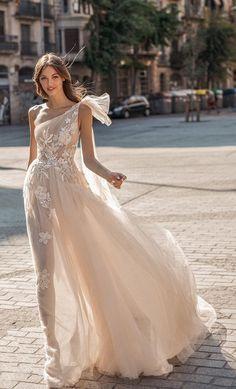Wedding Dress Necklines, Modest Wedding Dresses, Bridal Dresses, Maxi Dresses, Party Dresses, Wedding Dress Trends, Boho Wedding Dress, Wedding Gowns, Fall Wedding