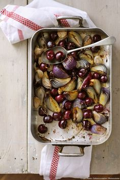 Roasted Cherries, Red Onions, Garlic, Thyme – License high-quality food images for your projects – Rights managed and royalty free – 11201291 Food Photography Styling, Food Styling, Healthy Snacks, Healthy Eating, Healthy Recipes, Sandwiches Gourmets, Gourmet Recipes, Food Print, Garlic