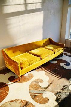 antike sofas aus samt - gelbes modell