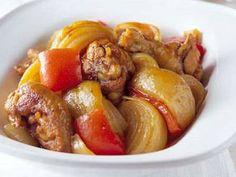田口 成子さんのたまねぎを使った「たまねぎと鶏肉のカレー煮」のレシピページです。 材料: たまねぎ、鶏骨付き肉、A、ジャンボピーマン、にんにく、塩、サラダ油