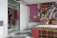 Confira dicas básicas para você planejar seu armário embutido. Ele é uma ótima opção para aqueles que possui uma casa ou apartamento com pouco espaço.