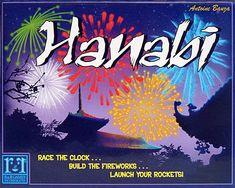 """Hanabi – palabra japonesa para """"fuegos artificiales"""" – es un juego cooperativo en el que los jugadores tratan de crear los perfectos fuegos artificiales colocando las cartas sobre la mesa en el orden correcto (En japonés, Hanabi se escribe como 花火, que son la combinación de flor y fuego, respectivamente)...."""