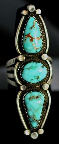 ☆ Valley Blue Triple Stone Turquoise Ring ☞ Sterling Silver and Natural Turquoise by Calvin Martinez «Navajo» ☆