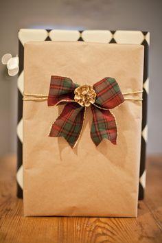 Lonie Mae Blog: Unique Christmas Gift Wrapping Ideas
