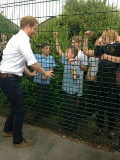 """Emily Andrews on Twitter: """"Harry had fun chatting to kids in Stockport -partic @melaniebeech1 & daughter Maisie whose red hair he admired."""