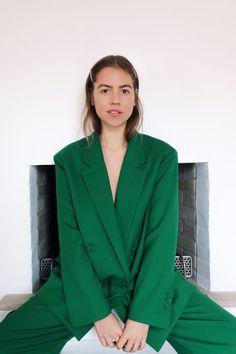 A green suit - Trine Kjær Green Suit, Green Pants, Warm Spring, Photoshoot Inspiration, Pantone Color, Capsule Wardrobe, I Dress, Rainbow Project, Zara