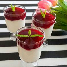 En güzel mutfak paylaşımları için kanalımıza abone olunuz. http://www.kadinika.com Vişneli Muhallebi  tarif sahibi @ozlem_sbh 'a teşekkürler   Malzemeler; 1litre süt  3 yemek kaşığı tepeleme nişasta  2 yemek kaşığı un  Yarim çay bardağı toz şeker  1paket krema  1paket vanilya  1yumurta sarısı Üzerine; 2 su bardağı visnenin suyu  3 yemek kaşığı mısır nişastası 3 yemek kaşığı şeker  Muhallebinin şekeri sizin damak tadiniza gore ayarlanabilir. Afiyet olsun. #tatlı #tatli #sutlutatli #sutlu…