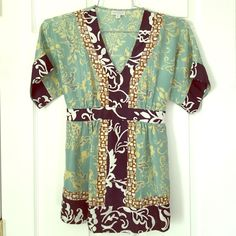 A PEA IN THE POD KIMONO TUNIC Loved this piece during my pregnancy. Adorable hippie bohemian vibe to it. 100% silk. Dry cleaned and ready to ship! SMOKE FREE HOME BUNDLE & SAVE I HAVE MANY MATERNITY ITEMS AVAILABLE❌NO TRADES❌ ✅OFFER BUTTON✅ A Pea in the Pod Tops Tunics