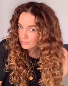 Redhead Hairstyles, 1970s Hairstyles, Cool Hairstyles, Curly Hair Tips, Wavy Hair, Curly Hair Styles, Curly Hair Treatment, Hairband Hairstyle, Auburn Hair