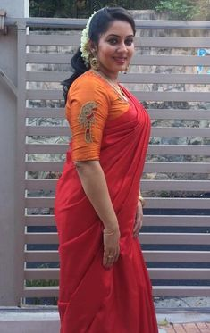 Actress Hot Navel Pics: Sreeya Remesh Hot Sexy Photos In Saree Beautiful Blouses, Beautiful Saree, Beautiful Indian Actress, Beautiful Actresses, Beauty Full Girl, Beauty Women, Saree Photoshoot, Saree Models, Stylish Girl Images