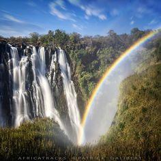 Victoria Falls rainbow, Zambia Les chutes Victoria Zambie, arc en ciel. ©Patrick Galibert Africatracks