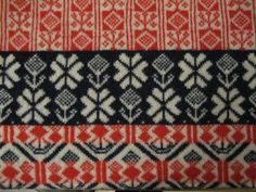 Swedish traditional knitting.  (Are these motifs supposed to line up?  it drives me crazy that they don't.  I can't help myself, when it comes to pattern alignment.)