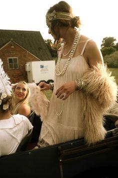 Make Gatsby Charleston costume yourself maskerix.de Make Gatsby Charleston costume yourself Costume idea for Carnival, Halloween & Mardi Gras 2 charleston costume diydesk diyfashion diygarden diymakeup diyropa diywohnen gatsby maskerix ma Gatsby Theme, Great Gatsby Wedding, 1920s Wedding, Great Gatsby Party Dress, Great Gatsby Outfits, Great Gatsby Style, Great Gatsby Makeup, Gatsby Outfit Ideas, 1920s Dress Gatsby