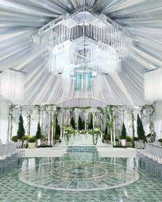 Спокойное благородство форм, прозрачность и  воздух - всё это новое оформление от @mezhdu_nami_  Idea & decor @mezhdu_nami_ Wedding planner @caramelwedding Photo @julia_kaptelova