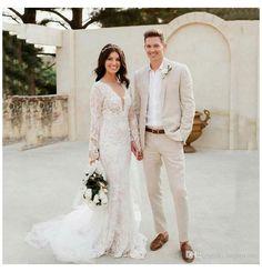 Beige Suits Wedding, Beach Wedding Groom Attire, Beach Wedding Men, Man Suit Wedding, Men's Tuxedo Wedding, Wedding Tuxedos, Beach Weddings, Summer Wedding, Groomsmen Outfits