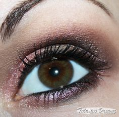 Manhattan Intense Effect Eyeshadows #AMU #EOTD #Eyemakeup http://www.talasia.de/2013/06/19/amu-manhattan-intense-effect-eyeshadow-peach-party/