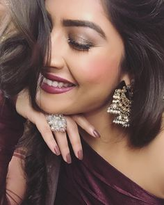 Look Your Best With This Fashion Advice – Top Clothes Boutique Stylish Girls Photos, Stylish Girl Pic, Beautiful Girl Indian, Most Beautiful Indian Actress, Cute Girl Face, Cute Girl Poses, Cute Beauty, Bride Shoes, Fashion Advice