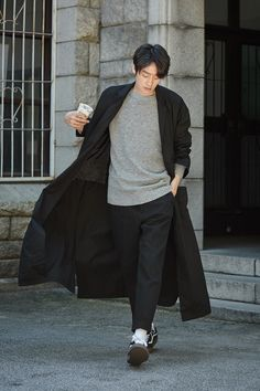 Baggy Male Trench Coat Casual Windproof Long Trench Coat Men Autumn New Fashion Lightweight Quality Clothing Plus Size Long Coat Outfit, Trench Coat Outfit, Long Trench Coat, Male Trench Coat, Cool Coats, Outfits Hombre, Mens Windbreaker, Korean Fashion Men, Mens Style Guide