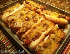 Fantastic and Fast Idea for Dinner before Trick or Treating. Baked Chili Cheese Dogs 8 bun-length hot dogs 8 hot dog buns 1 can chili without beans (such as Hormel) 2 cups shredded cheddar cheese I Love Food, Good Food, Yummy Food, Healthy Food, Sandwiches, Baked Chili Cheese Dogs, Cheddar Cheese, Baked Hot Dogs, Oven Hot Dogs
