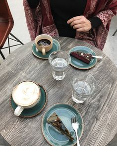 Even thinking about eating that raw pistachio cake makes my taste buds go crazy Raw Pistachios, Pistachio Cake, Taste Buds, Oslo, How To Make Cake, Norway, Urban, Photo And Video, Instagram