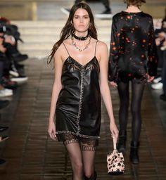 La robe en cuir, tendance mode automne hiver 2016-2017 Mode Femme Automne  2017 7d4061928ef