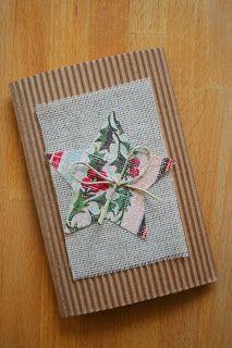 A karácsonyi képeslapok ismét itthon készültek. Most kifejezetten egyszerűek lettek - úgy tűnik, ahogy múlnak az évek, egyre inkább vonz a ...