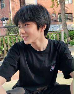 Em 2005 các chị ạ ? Cute Asian Babies, Young Cute Boys, Korean Babies, Asian Kids, Cute Kids, Ulzzang Kids, Korean Boys Ulzzang, Cute Korean Boys, Short Hair Tomboy