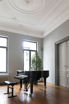 If you need a stylish place where to practice or record music in, we got some amazing ideas for you! Keep reading and discover how to design a dedicated music room in your home. Room Interior, Home Interior Design, Interior Doors, Home Music Rooms, Neoclassical Design, Audio Room, Elegant Homes, Traditional House, Living Room Decor
