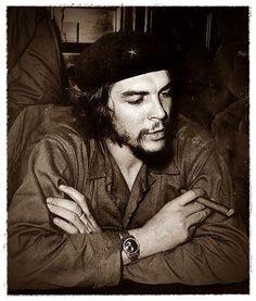 Comandante Ernesto Che Guevara - the Argentine-Cuban guerrilla fighter, revolutionary leader,. Pablo Emilio Escobar, Pablo Escobar, Che Guevara Photos, Cuban Leader, Men Smoking Cigarettes, Ernesto Che Guevara, Rare Historical Photos, Fidel Castro, Witch Aesthetic