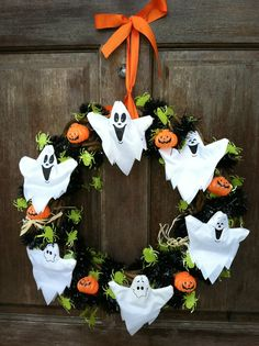 Halloween wreath with spooky ghosts, spiders and Pumpkin - 30  Creative Halloween Ideas  <3 <3