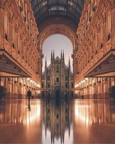 Insane perspective at Piazza del Duomo Milan Italy. Photo by Insane perspective at Piazza del Duomo Milan Italy. Photo by . Italy Vacation, Vacation Trips, Italy Travel, Vacation Travel, Spain Travel, Thailand Travel, Duomo Milan, Places To Travel, Places To See