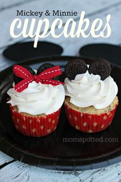 If you're looking for Minnie or Mickey Mouse Cupcakes then you need to try these Oreo Surprise ones! Mickey Mouse Cupcakes, Mickey Cakes, Disney Cupcakes, Cupcake Recipes, Cupcake Cakes, Dessert Recipes, Mickey Mouse Desserts, Mickey Mouse Treats, Mickey Birthday