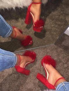 Cute Shoes Heels, Fur Heels, Fancy Shoes, Prom Shoes, Pretty Shoes, Heeled Boots, Heeled Sandals, Frauen In High Heels, Heels Outfits