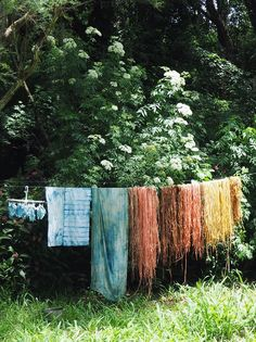 in the garden - gathering flowers and plant dyeing and feeling abundant — Petalplum Fabric Painting, Fabric Art, Natural Dye Fabric, Natural Dyeing, Water Plumbing, Dig Gardens, Slow Living, Natural Life, How To Dye Fabric