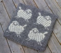 Flukten fra fårikålgryta Double Knitting, Holidays And Events, Diy Gifts, Pot Holders, Sheep, Knitting Patterns, Diy And Crafts, Knit Crochet, Projects To Try