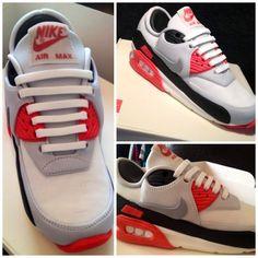 Nike Airmax 90 Cake - cake by Symphony in Sugar Nike Heels, Nike Tights, Nike Outfits, Running Cake, Running Shoes, Nike Cake, Nike Runners, Nike Design, Sport Cakes
