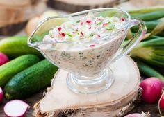 Чеснов сос с репички, краставици и зелени подправки - изображение