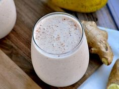 Pear Ginger Cinnamon Oat Smoothie 1 cup diced, frozen pear (I buy fresh, dice, and freeze) cup oats tsp grated ginger tsp cinnamon cup plain, nonfat Greek yogurt cup milk 1 Tbls honey Smoothie Popsicles, Oat Smoothie, Smoothie Recipes, Yummy Drinks, Healthy Drinks, Real Food Recipes, Healthy Recipes, Ginger And Cinnamon, Healthy Shakes