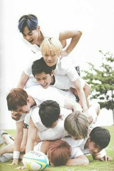 Uploaded by Find images and videos about kpop, exo and baekhyun on We Heart It - the app to get lost in what you love. Kpop Exo, Exo Chanyeol, Exo Bts, Chanyeol Baekhyun, Bts And Exo, Got7, K Pop, Exo Memes, 2ne1