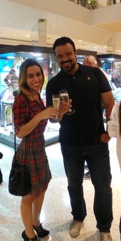 Com minha amiga Bianca Botelho, editora do site modaetc.com.br VITRINES DE OUTONO/INVERNO JUNDIAÍ SHOPPING Veja matéria e fotos no nosso blog: zip.net/btmWfJ #jds7blogse1segredo #JundiaiShopping