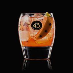 De Spanish Americano 43 een frisse en fantastisch geurende cocktail met het aroma van kruidnagel in combinatie met Licor 43, Prosecco, Campari en citroen.