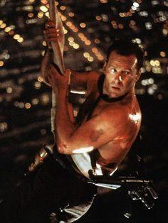 Jungla de cristal (Die Hard) - Dirigida por John McTiernan y protagonizada por Bruce Willis, Alan Rickman, Bonnie Bedelia, Reginald VelJohnson, William Atherton. Iconic Movie Characters, Iconic Movies, Alan Rickman, Go To Movies, Action Movies, 1980's Movies, Bruce Willis, Die Hard 1988, Hans Gruber